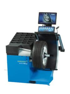 """Digitální vyvažovací stroj HOFMANN Geodyna 6800-2p pro kola osobních a užitkových vozidel, s 19 """"TFT monitorem vybaveným elektromechanickou sponou. Automatické zadávání všech parametrů kola. Elektromechanická svorka PowerClamp s řízenou upínací silou."""